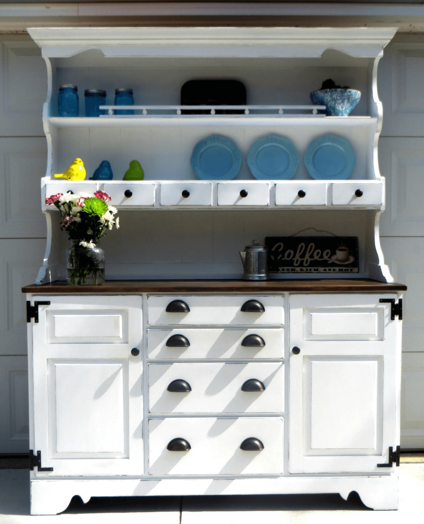 Farmhouse China Cabinet furniture upcycle