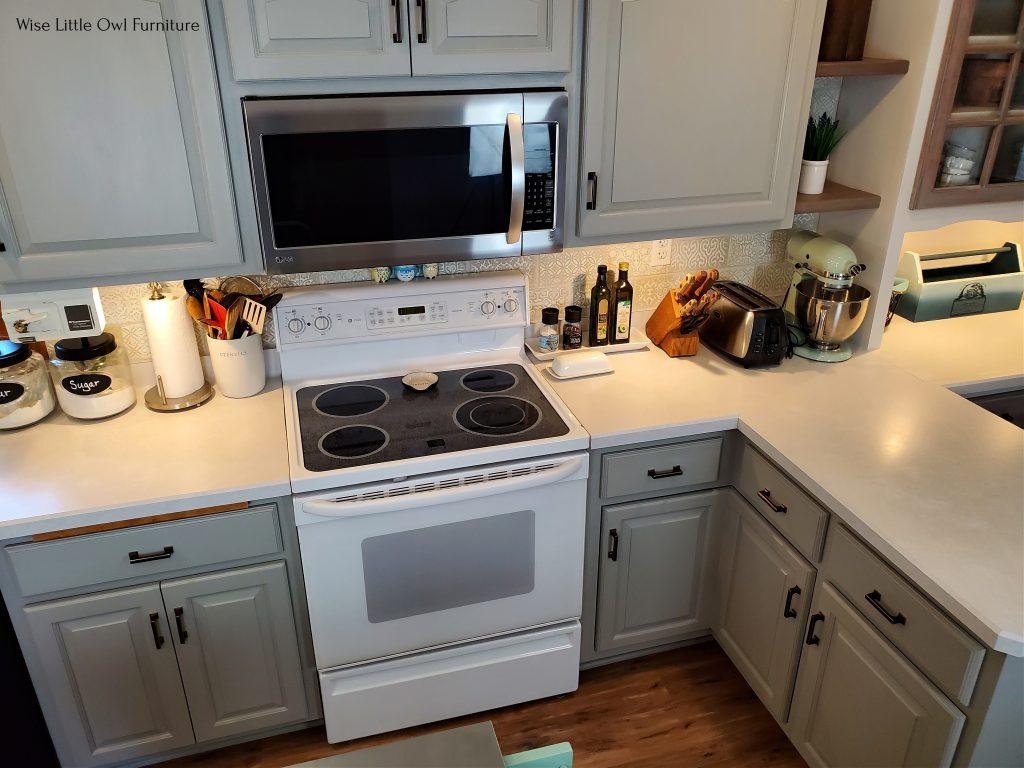 kitchen peninsula stove